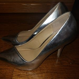 Apt. 9 Shoes - Preowned Apt 9 silver heels size 7.5m